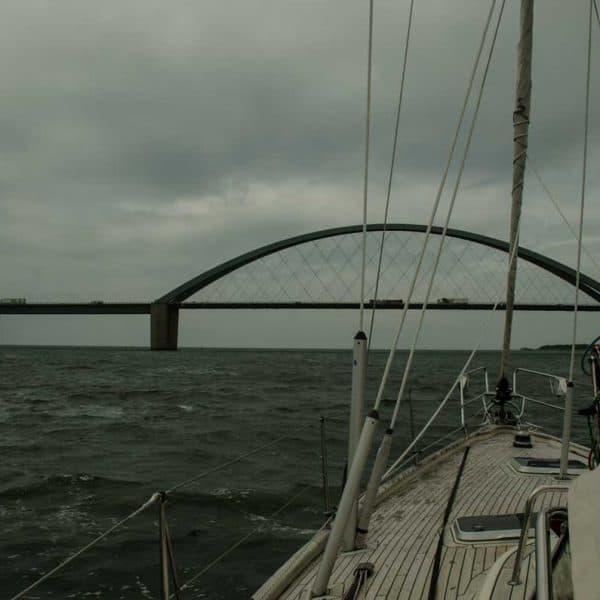 bro med båt