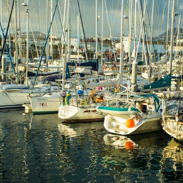 båtar i marinan