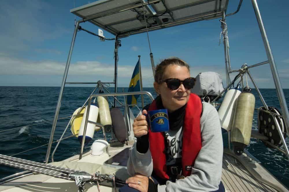 kvinna på båt